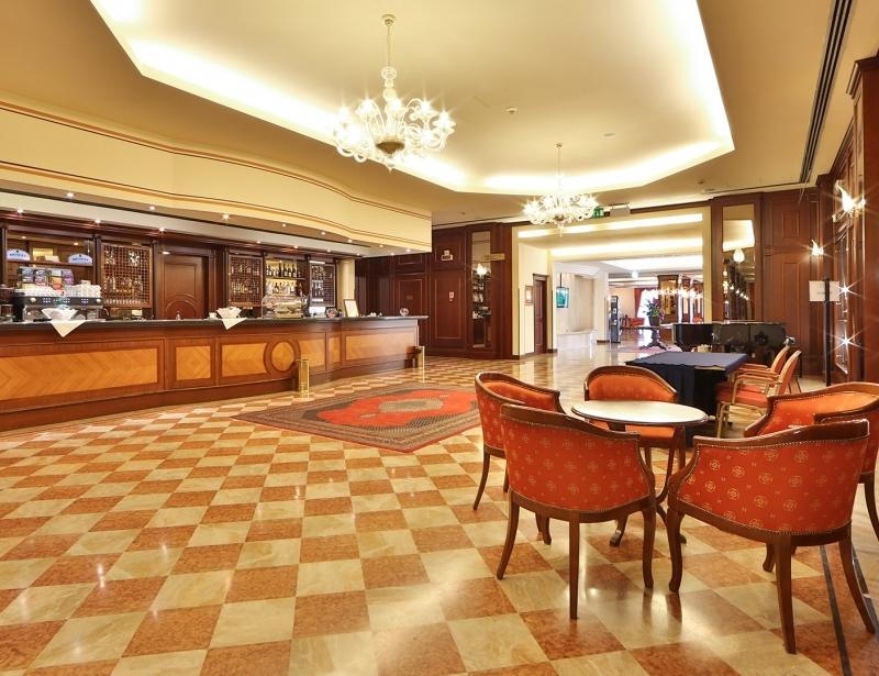 Rilassati nel bar del Best Western Classic Hotel
