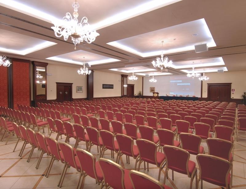 Fino a 350 persone nella sala del BW Classic Hotel